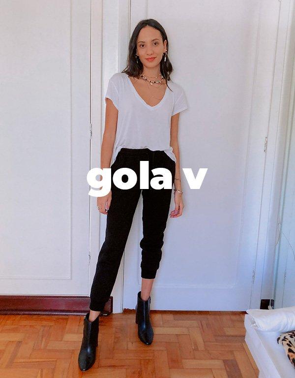It girls - Camiseta branca - Gola v - Inverno - Street Style - https://stealthelook.com.br