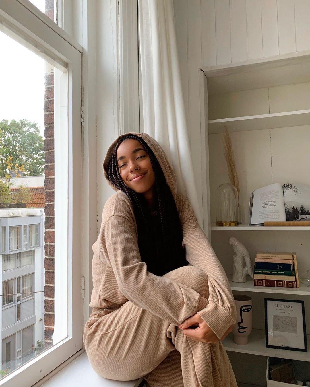 Amaka Hamelijnck - Pijamas estilosos - pijamas - inverno  - em casa  - https://stealthelook.com.br