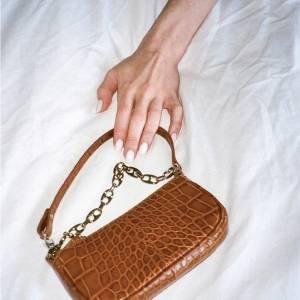 Essa bolsa trendy é um dos itens mais desejados da estação