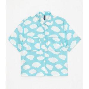 Camisa Cropped Manga Curta Estampa Nuvem com Detalhe Colorido e Bolsos