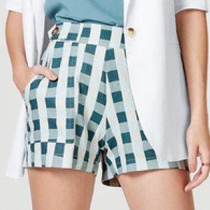 Shorts Feminino Com Detalhe De Botões Em Linho Estampado