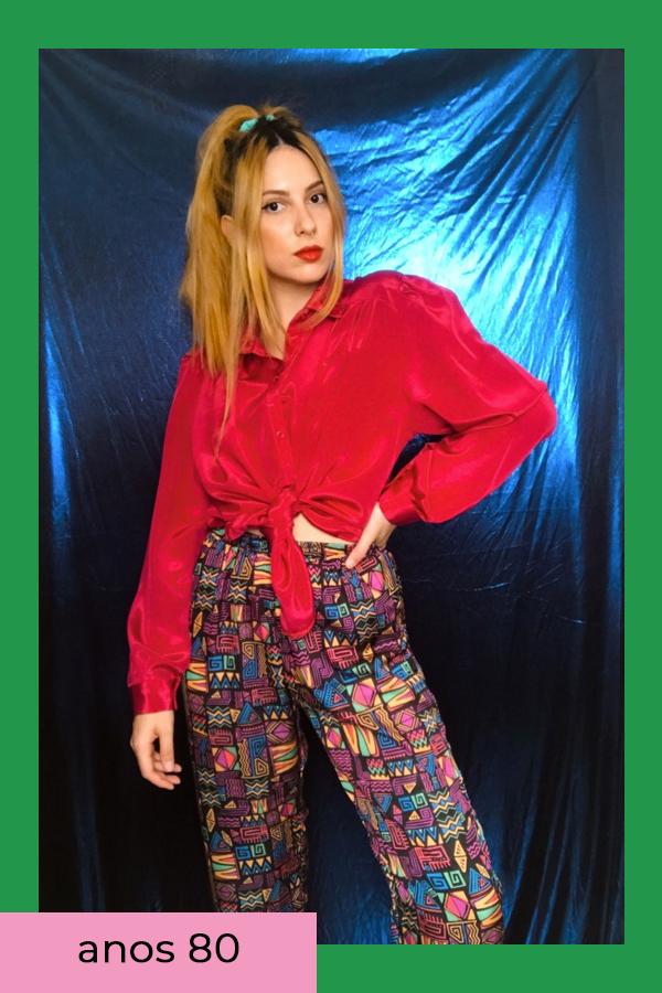Ali Santos  - Calça colorida  - Anos 80 - verão  - em casa  - https://stealthelook.com.br