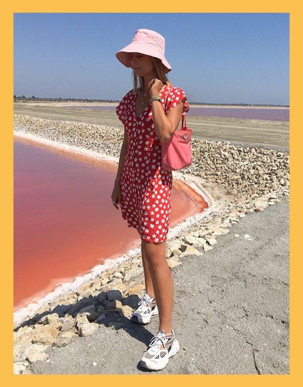 Emma Moldt - bucket hat - acessórios de verão - verão - street style - https://stealthelook.com.br