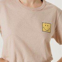 Camiseta Unissex Manga Curta Estampa Smiley - Bege
