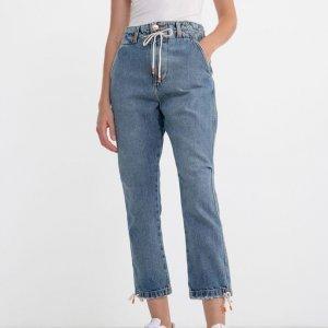 Calça Jogger Jeans Lisa com Cordão na Cintura e Punhos