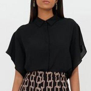 Camisa Manga Curta Ampla Lisa com Abotoamente Frontal Oculto