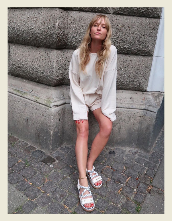 Jeanette Madsen - modelo de sandália do verão - sandália de corda rope sandal - verão - street style - https://stealthelook.com.br