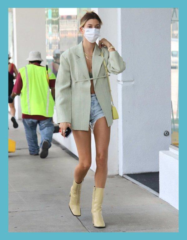 Hailey Bieber - looks com short jeans - shorts jeans - verão - street style - https://stealthelook.com.br