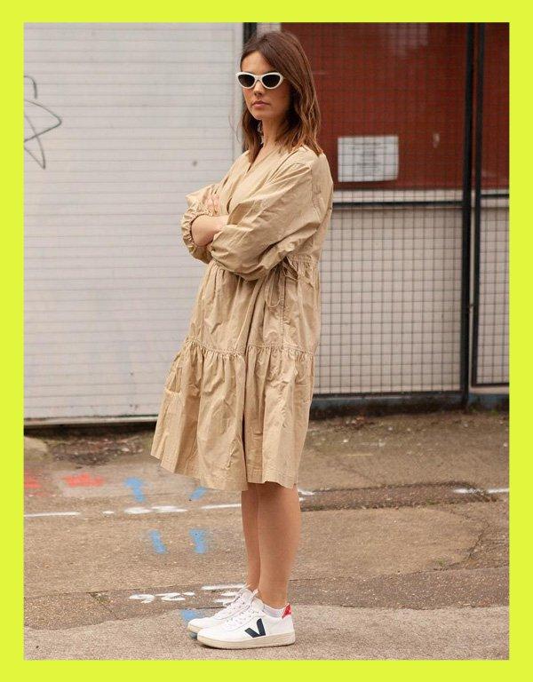 Sasha McLeod - tênis casual - vert veja shoes - verão - street style - https://stealthelook.com.br