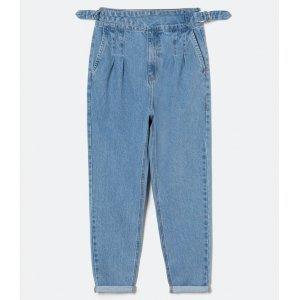 Calça Baggy Jeans Lisa com Pregas e Fivelas