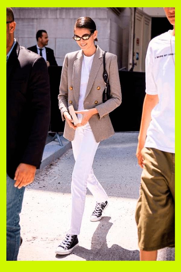 Kaia Gerber - blazer - blazer - verão - street style  - https://stealthelook.com.br