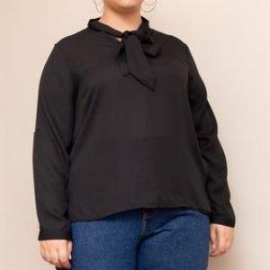 Blusa em Crepe com Gola Laço Curve & Plus Size