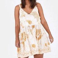vestido curto floral coral