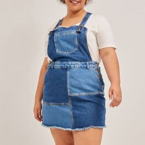 Salopete Jeans com Recortes e Bolso Curve & Plus Size