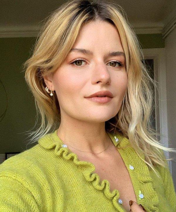Sabina Socol - blusa verde - cortes de cabelo vintage - verão - Em casa - https://stealthelook.com.br