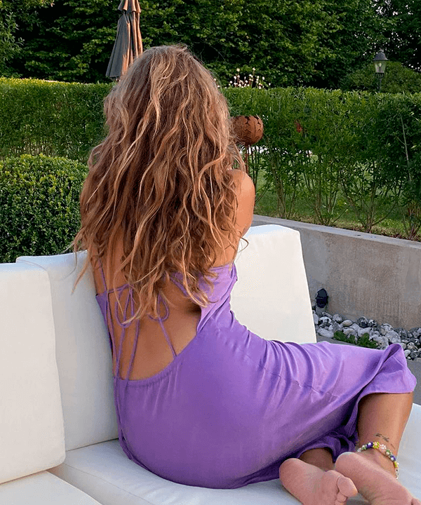 Matilda Djerf - vestido lilas - dicas pra controlar o frizz - verão - street style  - https://stealthelook.com.br