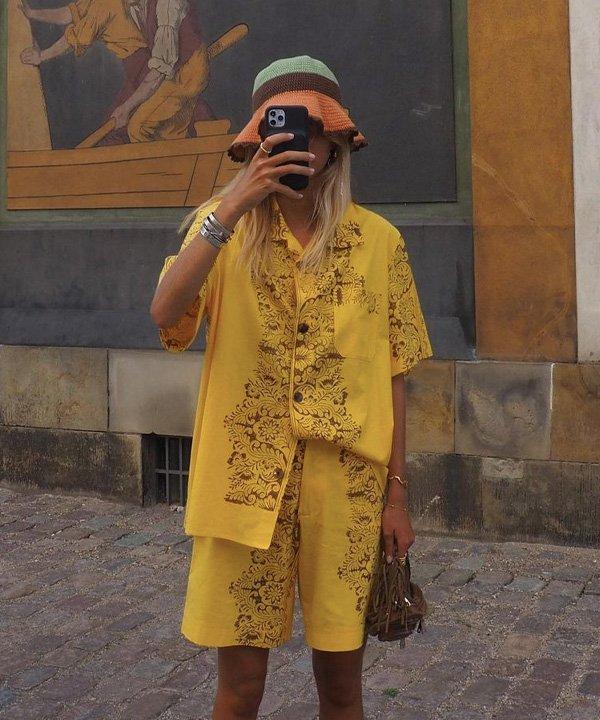 Ella Karberg Simonsen - acessórios de cabelo - bucket hat de tricot - verão - street style - https://stealthelook.com.br