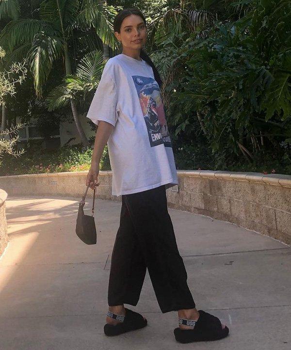 meghan currie - fluff yeah - sandália fluffy - verão - street style - https://stealthelook.com.br