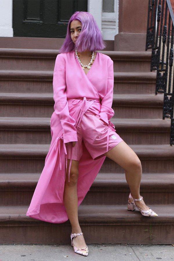 Michelle Li - a cor mais desejada de 2021 - cor de rosa - verão - street style - https://stealthelook.com.br
