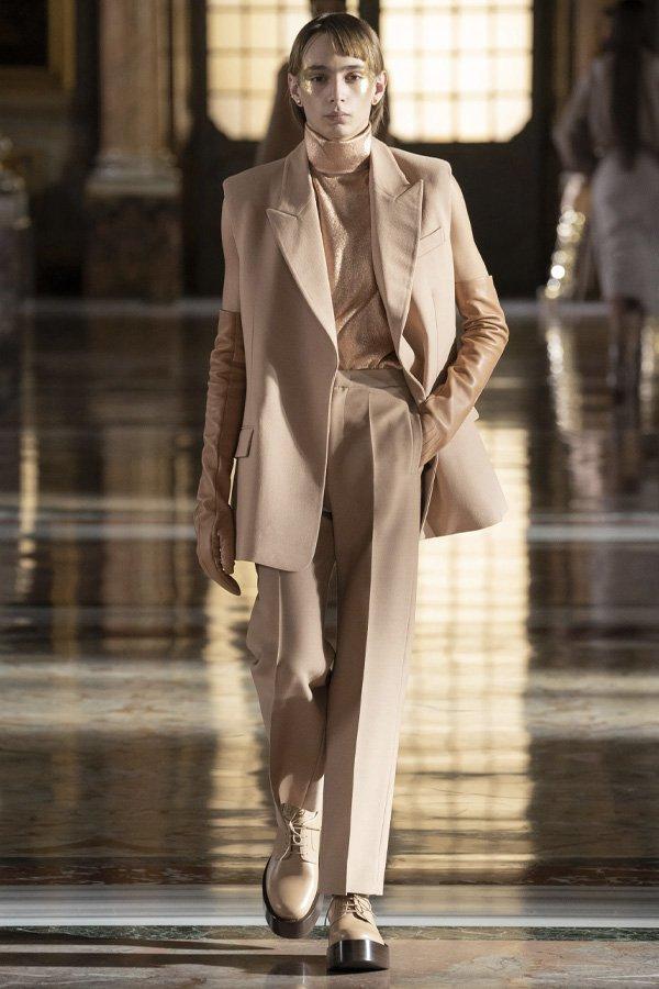 Valentino - tendências da semana de alta-costura - semana de moda 2021 - verão - street style - https://stealthelook.com.br