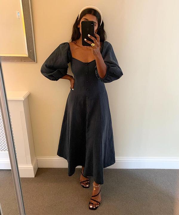 Monikh Dale  - vestido preto - vestido preto - verão - Em casa - https://stealthelook.com.br