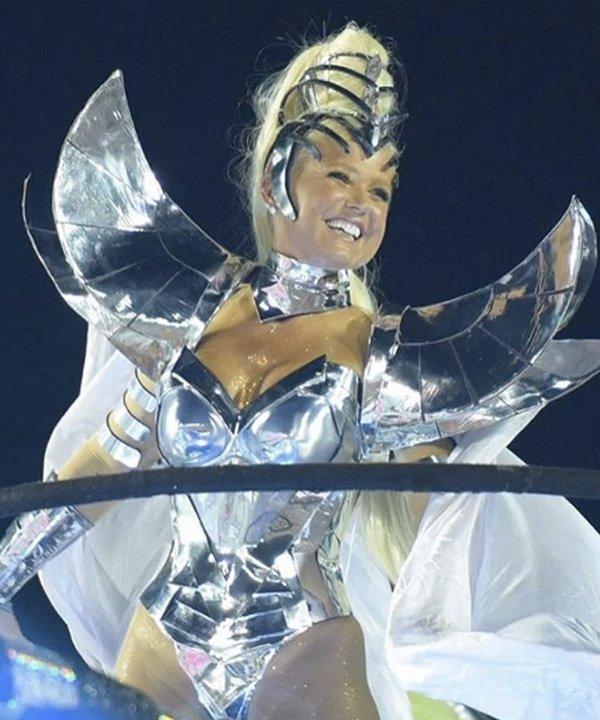 Xuxa Meneghel - looks de carnaval - carnaval 2021 - verão - street style - https://stealthelook.com.br