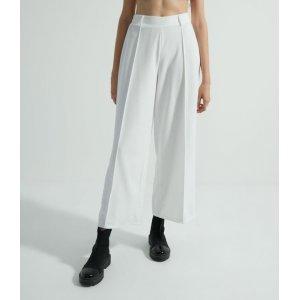 Calça Pantalona em Ponto Roma com Friso na Frente e Faixa Fina na Lateral