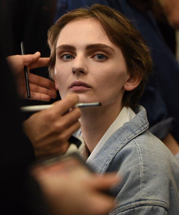 Backstage Toga, London Fashion Week, 2019 - semanas de moda - semana de moda - verão - street style - https://stealthelook.com.br
