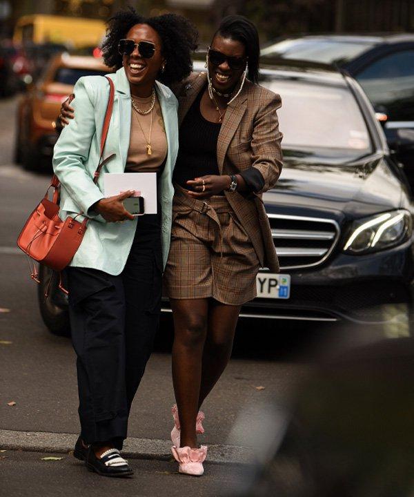 Nicole Martine Chapoteau e Nikki Ogunnaike, Paris Fashion Week, 2019 - semanas de moda - semana de moda - verão - street style - https://stealthelook.com.br