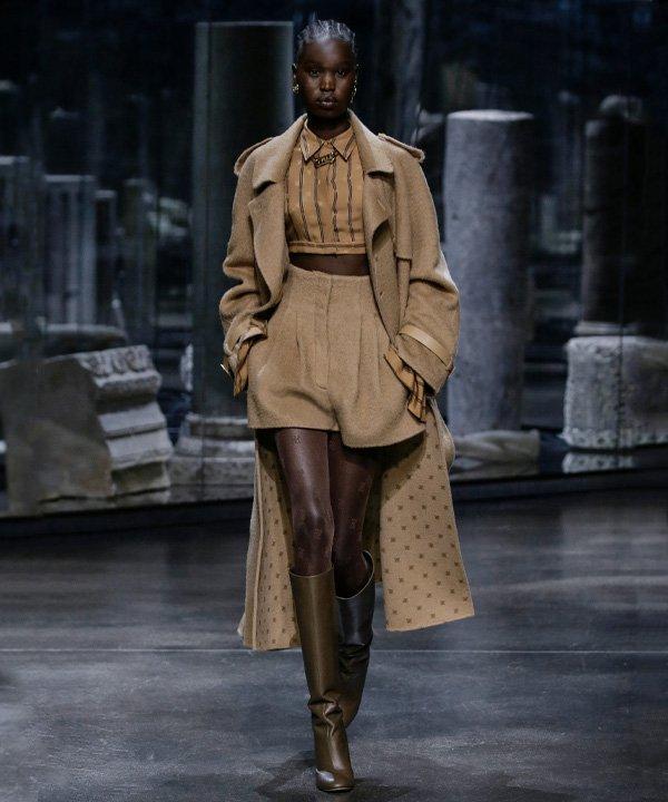 Fendi - semana de moda de Milão 2021 - Milan Fashion week - verão - street style - https://stealthelook.com.br