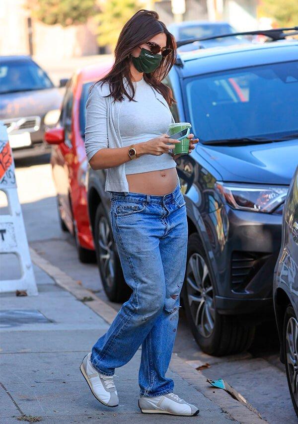 It girls - Calça jeans - Maternidade - Verão - Street Style - https://stealthelook.com.br