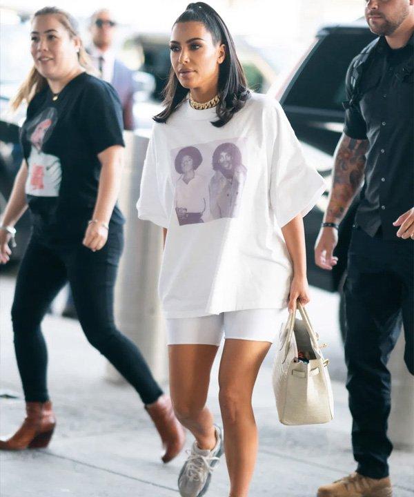 Kim Kardashian - como usar camiseta oversized - t-shirt oversized - verão - street style - https://stealthelook.com.br