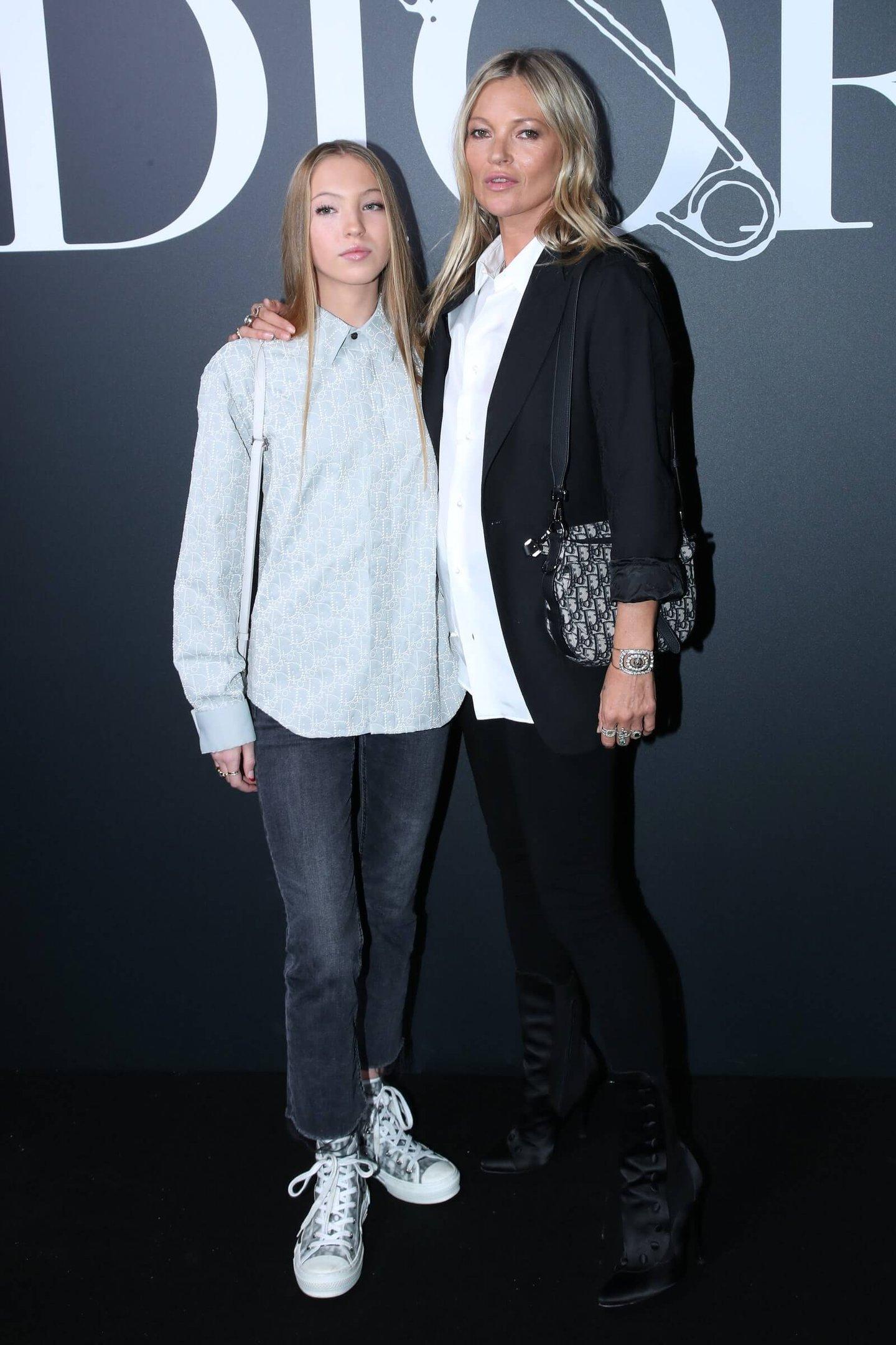 Lila Moss - Front Row - Dior - Verão - Street Style - https://stealthelook.com.br