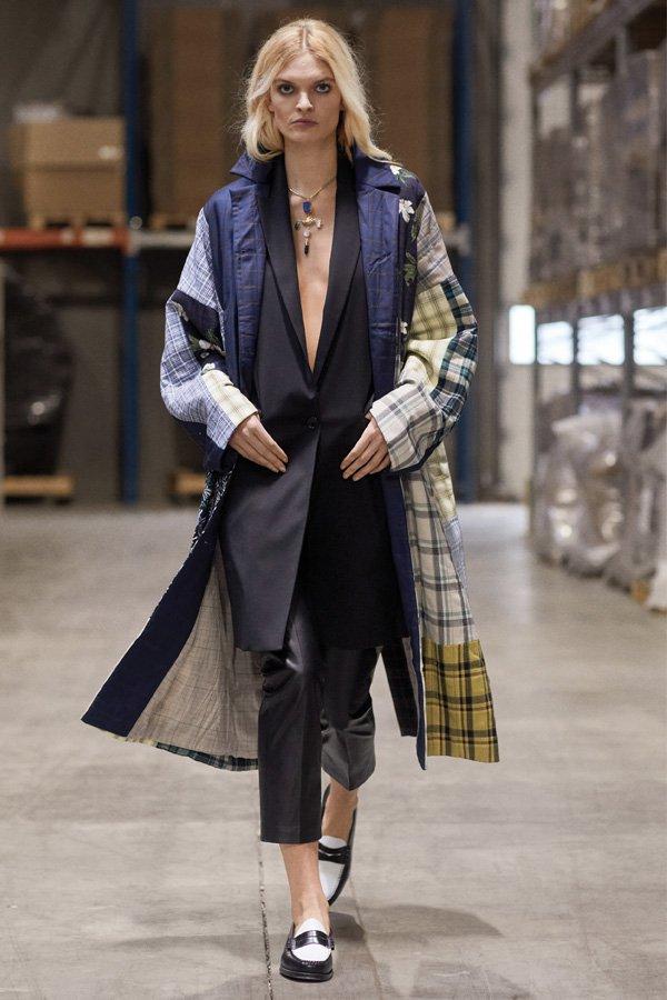 Munthe - copenhagen fashion week 2021 - semana de moda 2021 - verão - street style - https://stealthelook.com.br