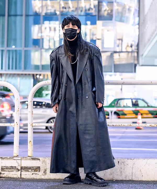 modelo asiática - bota tratorada - street style tokio - inverno 2021 - tokio  - https://stealthelook.com.br