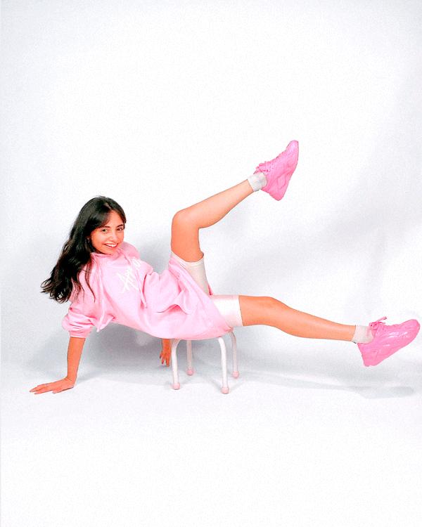 Giovana Marçon - moletom-rosa - look-confortavel - outono - em-casa - https://stealthelook.com.br
