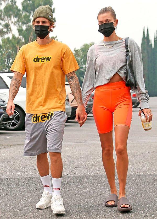 It girls - Laranja - Looks de casal - Verão - Street Style - https://stealthelook.com.br