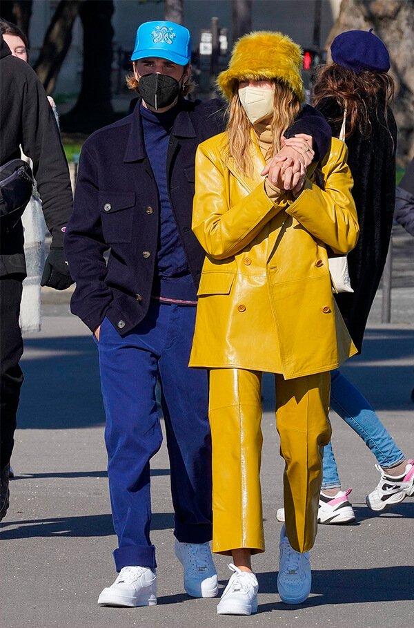 It girls - Alta costura - Looks de casal - Verão - Street Style - https://stealthelook.com.br