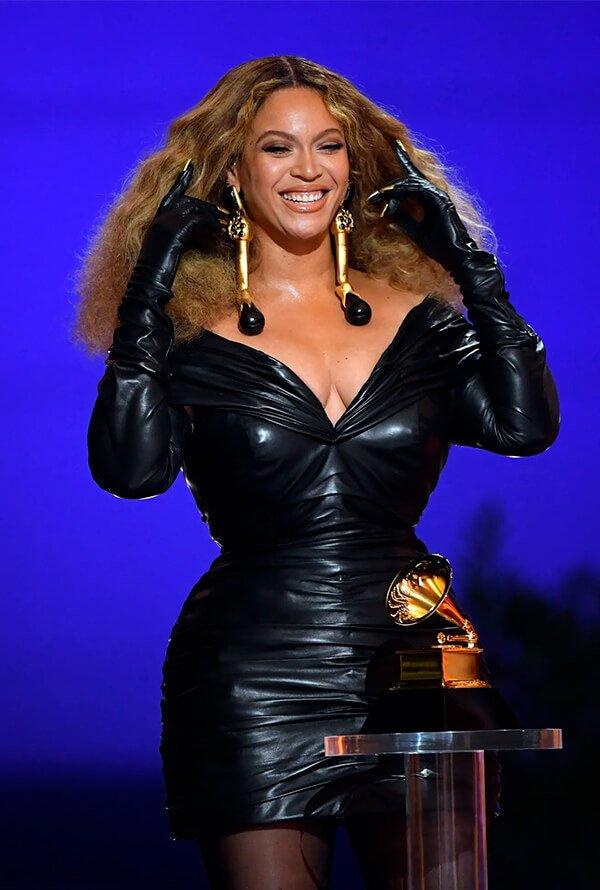 Beyonce - Alta costura - Grammy - Verão - Red Carpet - https://stealthelook.com.br