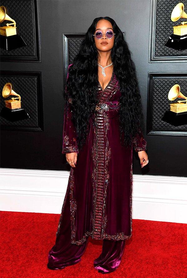 HER - Veludo - Grammy - Verão - Red Carpet - https://stealthelook.com.br