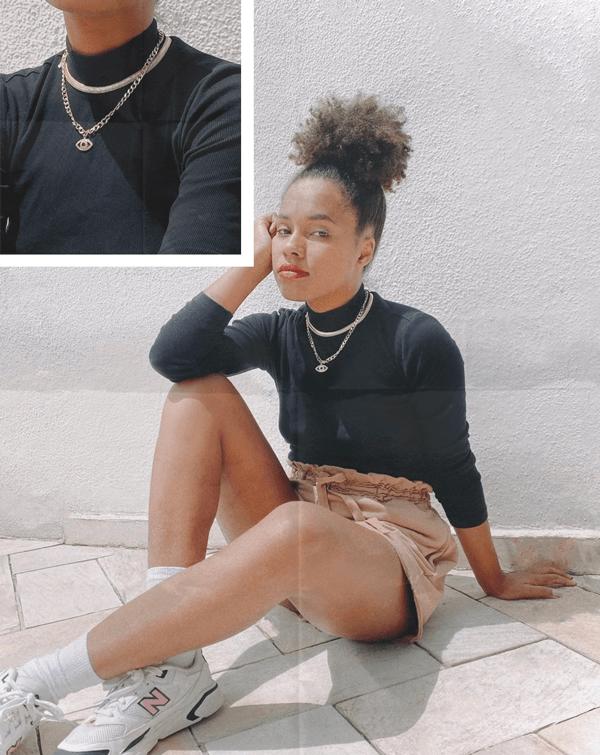 Claudiana Ribeiro - gola-alta-preta - mix-de-colares - verão - em-casa - https://stealthelook.com.br