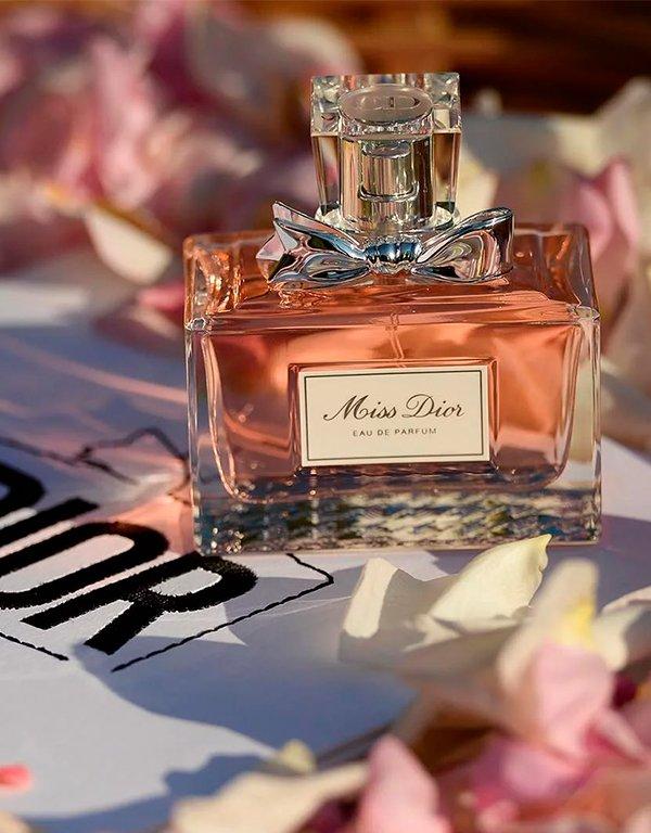It girls - Perfume - Dior - Outono - Em casa - https://stealthelook.com.br