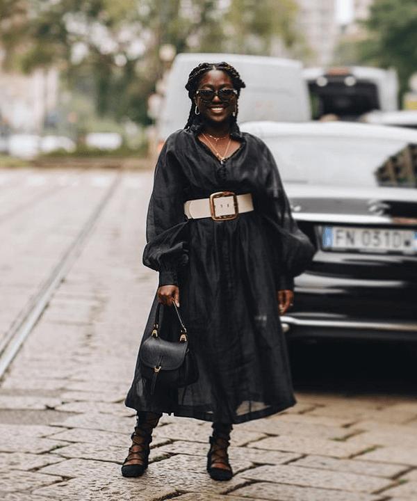 modelo negra - Vestido preto - Sapatilhas - outono - brasil - https://stealthelook.com.br