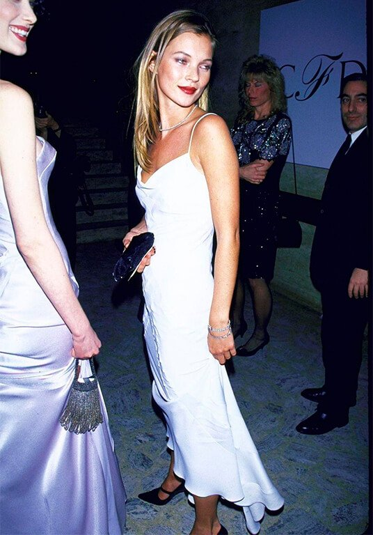 It girls - Slipdress - Anos 90 - Outono - Red Carpet - https://stealthelook.com.br