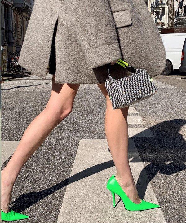 Leonie Hanne - tendências dos anos 2000 - moda dos anos 2000 - outono - street style - https://stealthelook.com.br