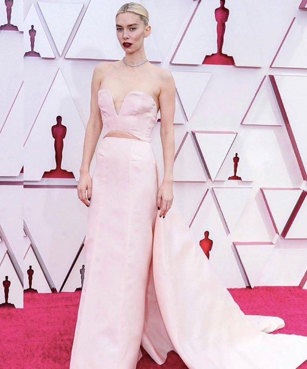 Vanessa Kirby - looks do oscar 2021 - red carpet - outono - street style - https://stealthelook.com.br