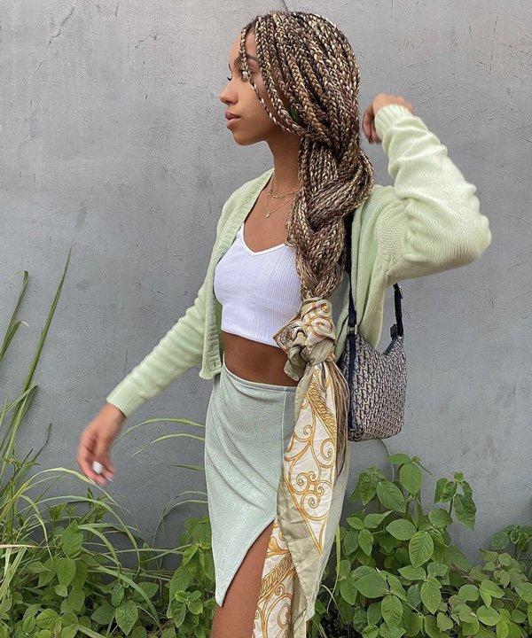 Amaka Hamelijnck - lenço no look - lenço na cabeça - outono - street style - https://stealthelook.com.br