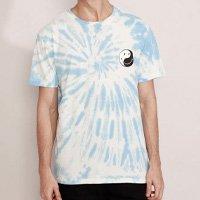 camiseta masculina estampada manga curta tie dye smiley yin-yang gola careca azul