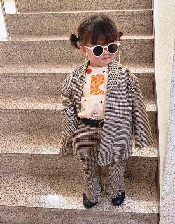 It girls - Crianças estilosas - Crianças estilosas - Outono - Street Style - https://stealthelook.com.br