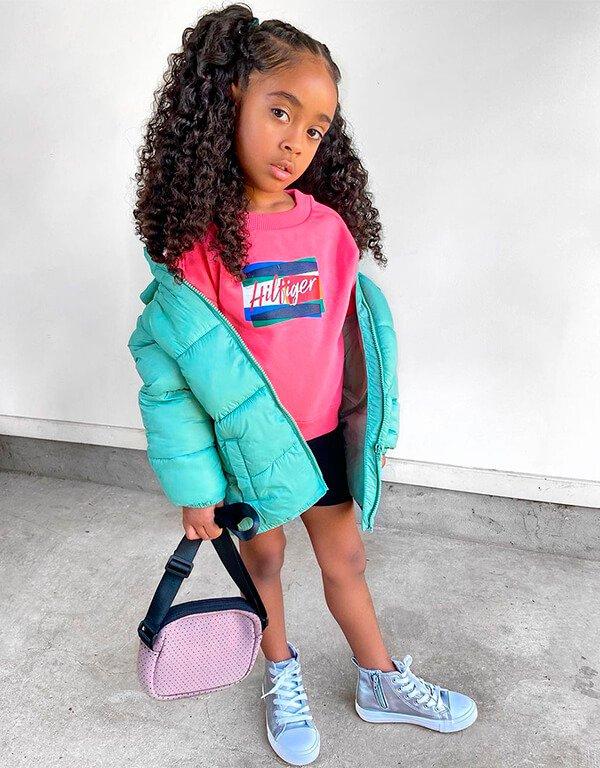 It girls - Puffer jacket - Crianças estilosas - Outono - Street Style - https://stealthelook.com.br